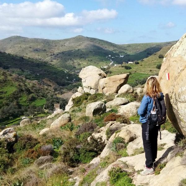 Walking-en-route-to-Agapi